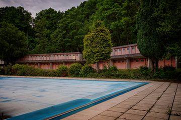 Urbex: Verlaten zwembad van Carola Schellekens