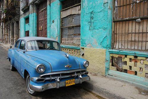 Amerikaanse klassieker in Cuba van Paul Riedstra