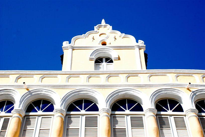 Voorgevel huis in Willemstad Curacao  van Carolina Vergoossen