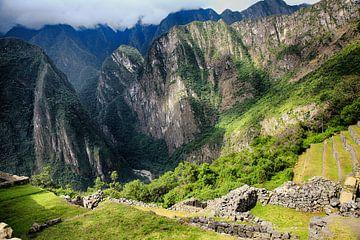 Deel van ruinestad  Machu Picchu in Peru van Yvonne Smits