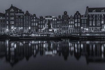 Singel in Amsterdam in de avond in zwart-wit - 5 van Tux Photography