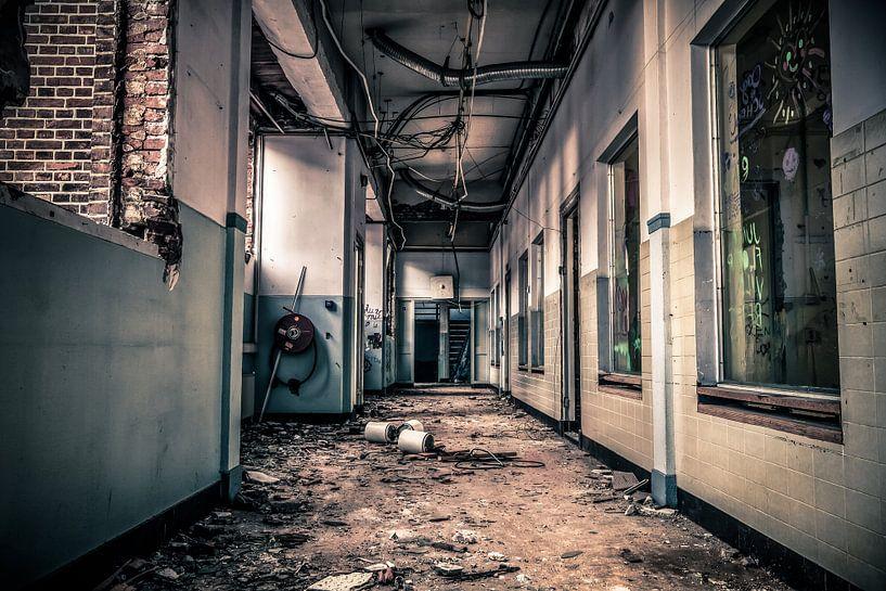 Hallway Monitor van Cho Tang
