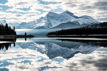 Maligne Lake im Jasper National Park von Suzanne Brand
