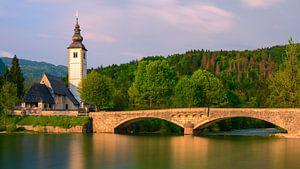 De kerk van St. Johannes de Doper aan het Bohinj-meer, Slovenië