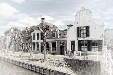 """Historische huizen in het dorp """"Sloten"""" in """"Friesland"""" Nederland van Dick Jeukens"""