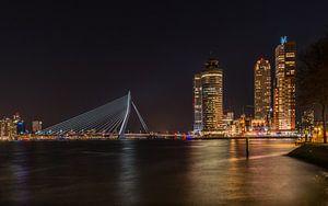 Rotterdam Skyline bij nacht van