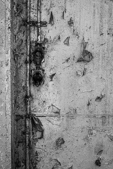 stopcontact vervallen fabriek urbex