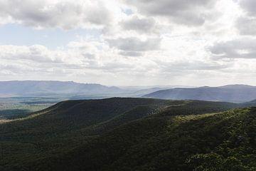 Australische Berglandschaft mit abwechslungsreichem Licht von mitevisuals