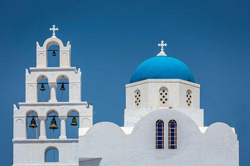 Blauwe koepelkerk in Santorini Griekenland van