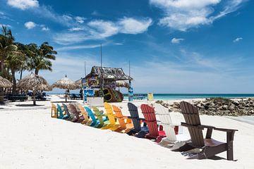 strandstoelen en kleur op Palmbeach Aruba van eusphotography