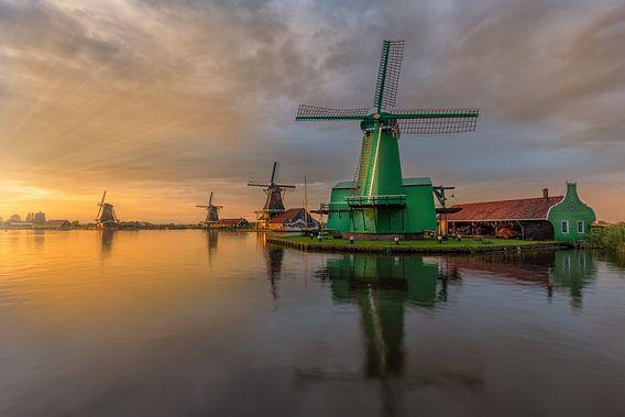 Glorious sunset by the Zaanse Schans van Costas Ganasos