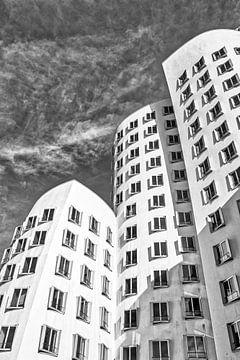 Gehry-Bauten im Medienhafen Neuer Zollhof in Düsseldorf in schwarz-weiss von Dieter Walther