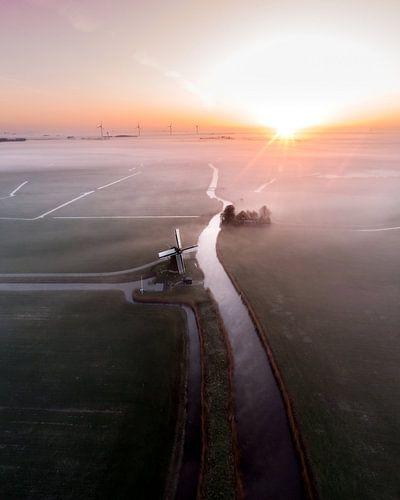 Holländische Windmühle im Nebel! von Ewold Kooistra