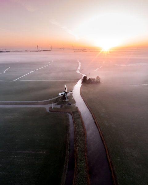 Hollandse molen in de mist! van Ewold Kooistra