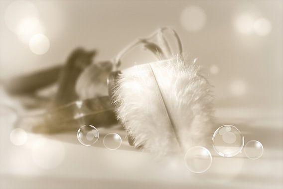 Federleicht mit Perlen