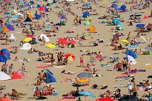 Overvol strand van Scheveningen