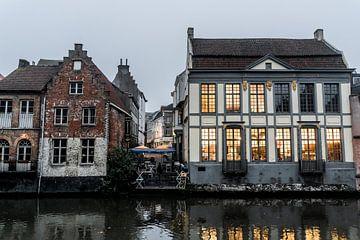 Gebäude am Abend in Gent von Mickéle Godderis