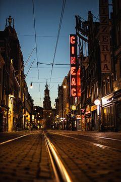 Reguliersbreestraat by night van Floris Heuer