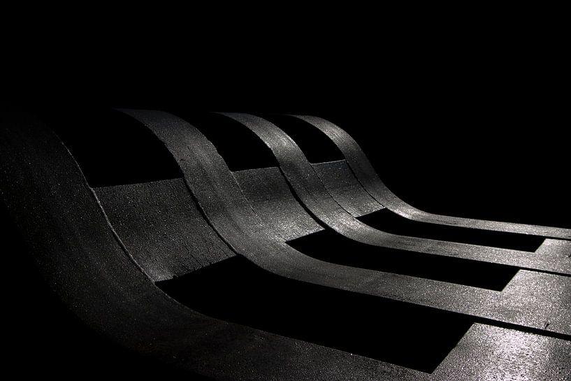 Treinwagon staalfabriek - Abstract - Zwart Wit van Frens van der Sluis