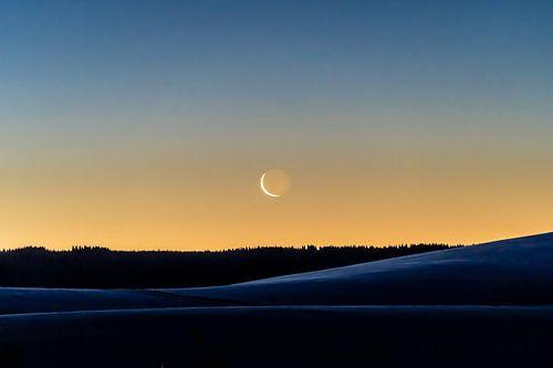 Mondsichel zum Sonnenaufgang