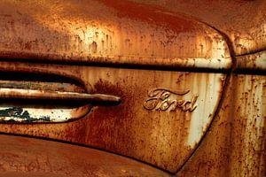 Detail van roestige oude Ford van