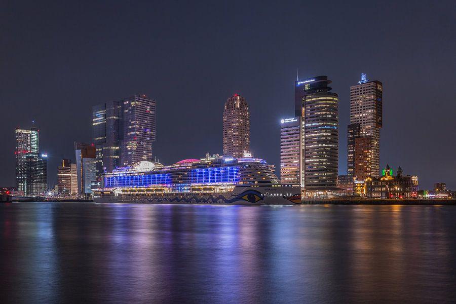 Het cruiseschip AIDA Prima in Rotterdam