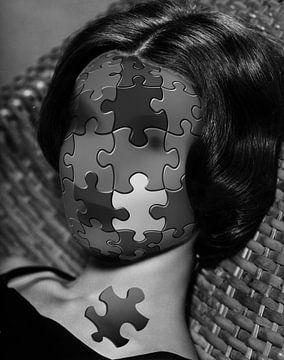 Bizarre Darstellung des Frauenkopfes als Puzzle von Atelier Liesjes