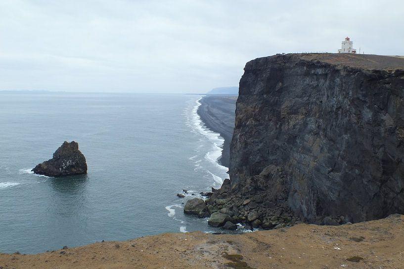 Dyrhólaey, IJsland van Jurrina Smit-Brink