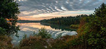 Cloudy Sunrise View van William Mevissen