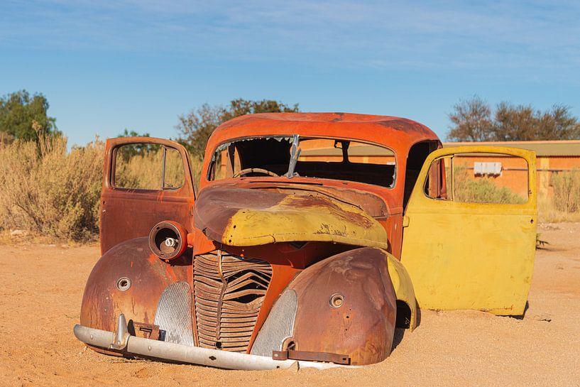Oldtimer in de woestijn van Adri Klaassen