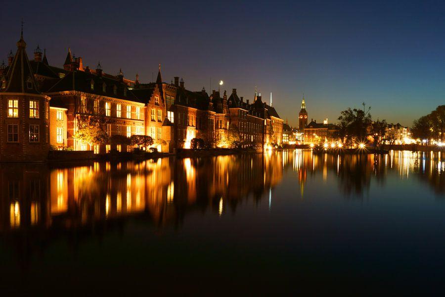 Den Haag bij nacht van Michel van Kooten
