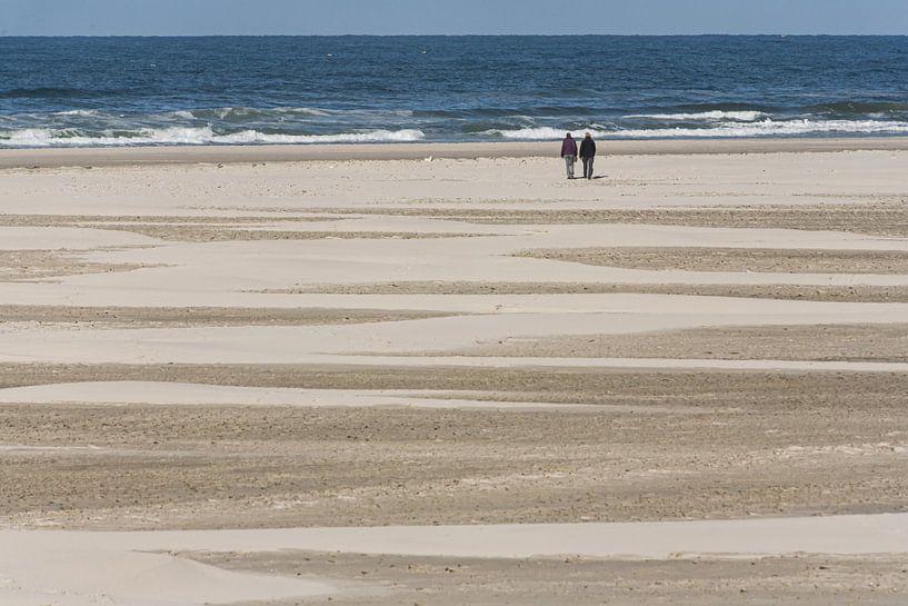 Strandwandeling van Jim van Iterson