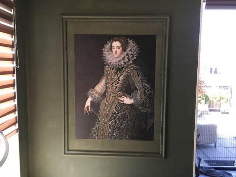 Klantfoto: Koningin Elizabeth van Bourbon, op naadloos behang