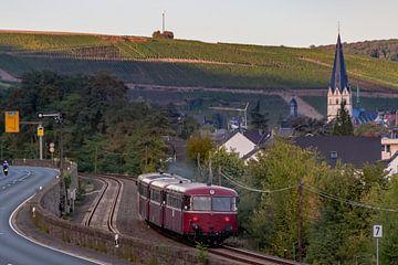 Schienenbus im Ahrtal von Heinz Grates