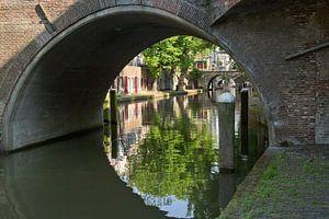 Weerspiegeling in de Oudegracht in Utrecht.