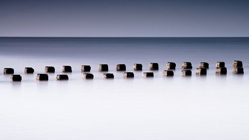 Océan de brises-lames en bois.