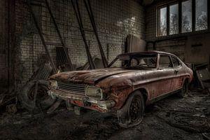 Oude verlaten auto