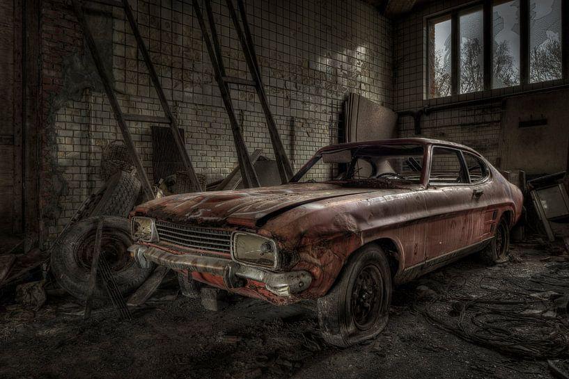 Oude verlaten auto van Freddy Van den Buijs