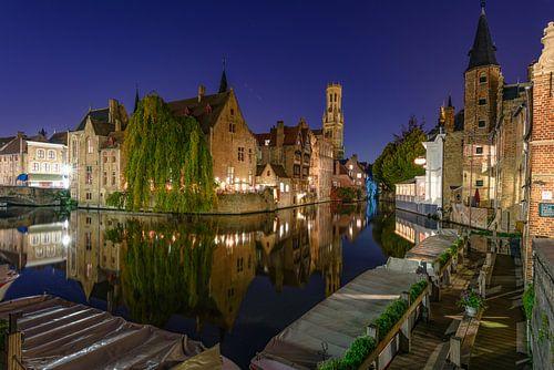 Het Bleu-huis 's nachts, Brugge van Gea Gaetani d'Aragona