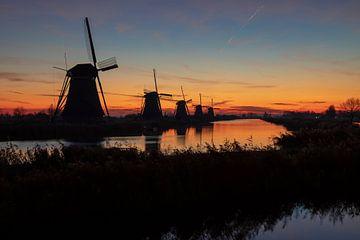 De molens van Kinderdijk bij zonsopgang van Pieter van Dieren (pidi.photo)