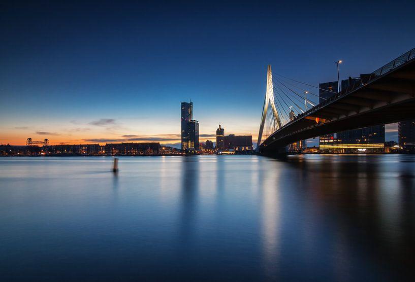 Blue hour in Rotterdam van Ilya Korzelius