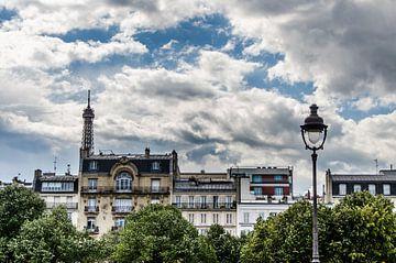 Paris vue de côté sur Emil Golshani