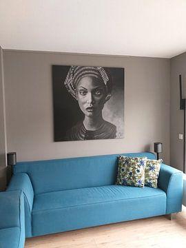 Klantfoto: Schilderij van een vrouw met hoofddoek, zwart wit van Bianca ter Riet