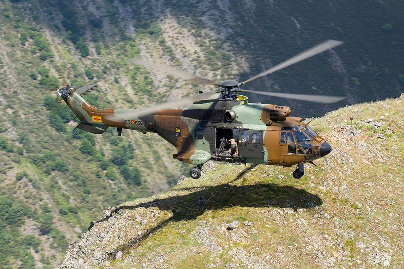 Spaanse Landmacht AS532 Cougar van Dirk Jan de Ridder
