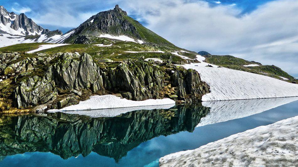 Berg en Spiegeling op de Nufenenpas van Felina Photography