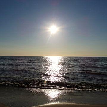 Zonsondergang op het Strand von Femke Vergeer