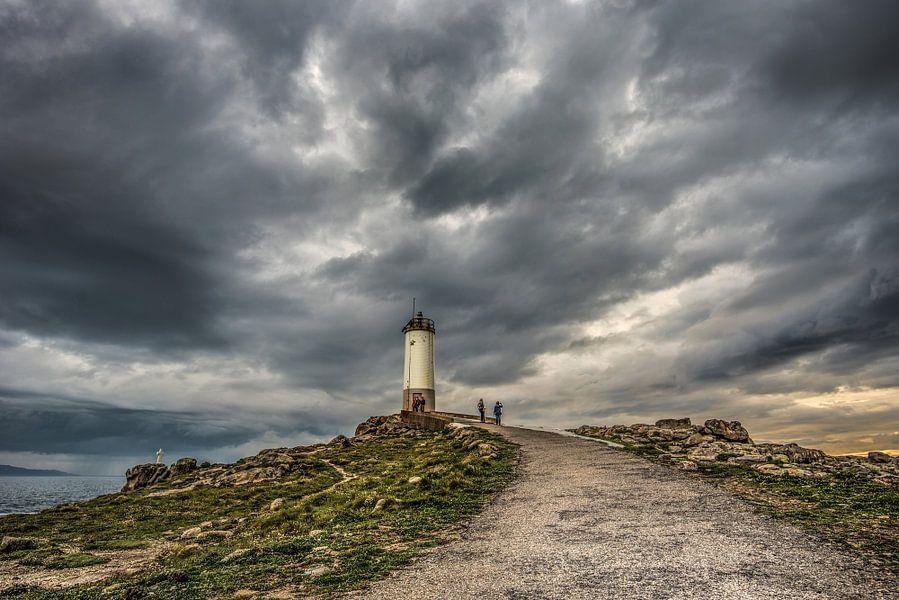 De vuurtoren van Corme, Galicië, in Spanje. van Harrie Muis