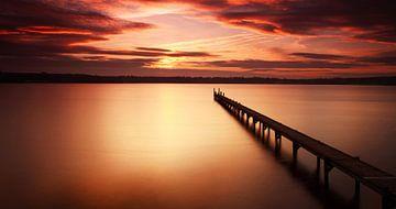 Langer Steg in den Sonnenuntergang