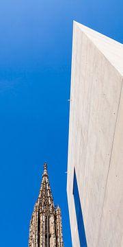 Ulm kathedraal en kantoorgebouw in Ulm van Werner Dieterich