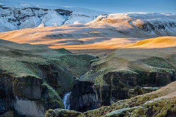 Fjaðrárgljúfur IJsland van Jurjen Veerman